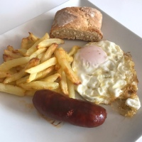 Menú Clásico - Huevo con Patatas y  Chorizo - Postre  Melón